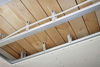 ¿Cómo aislar un techo o falso techo del calor, el frío o el ruido?